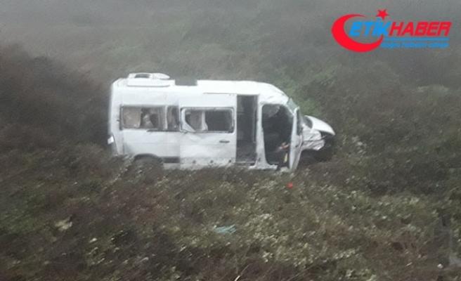 Bursa'da işçi servisi şarampole yuvarlandı: 9 yaralı