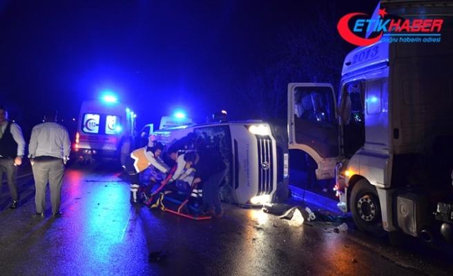 Çanakkale'de işçileri taşıyan minibüs ile tır çarpıştı: 4 ölü, 16 yaralı