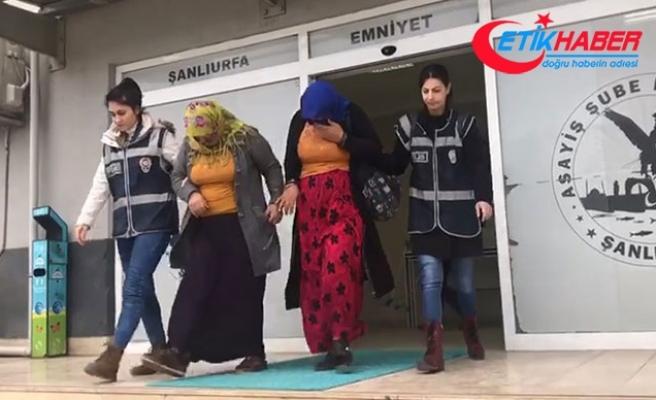 Dilenci gibi davranıp, işyerinden hırsızlık yapan 2 kadın tutuklandı