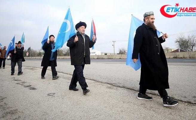Doğu Türkistan için yürüyen grup Bolu Dağı'nda