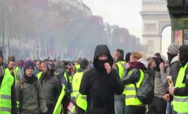 Fransa'da gözaltı sayısı 700'ü geçti