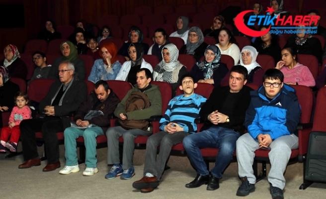 İlk kez sinemaya gitmenin keyfini yaşadılar