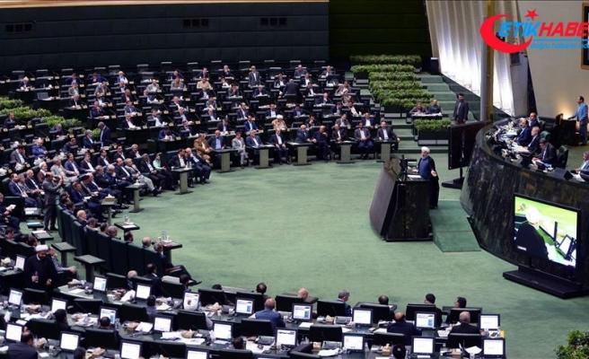 İran Meclisi'nde bütçe gerilimi