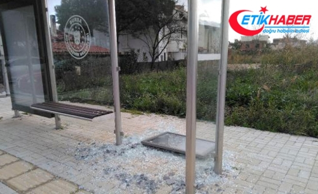 İznik'te otobüs duraklarına saldırı