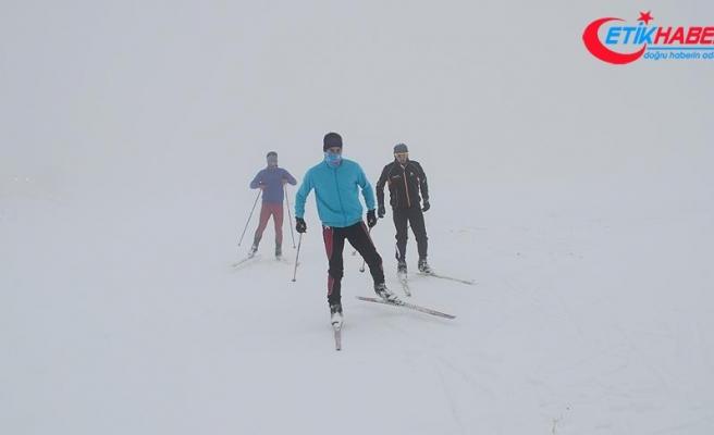 Kayaklı koşucular Nemrut'ta nefes açıyor