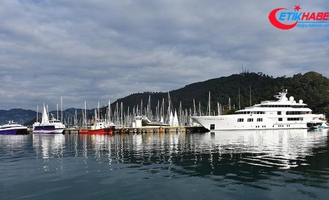 Mega yat 'Lady E' Marmaris Limanı'na bağlandı