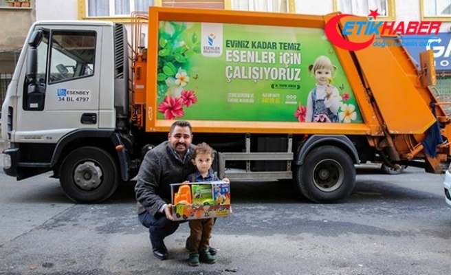 Minik Ali'nin çöp kamyonu sevinci