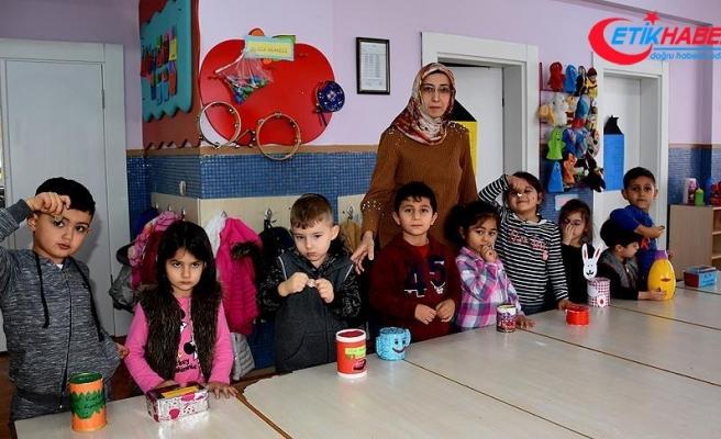 Minik öğrencilerin kumbaraları Mehmetçik için doluyor