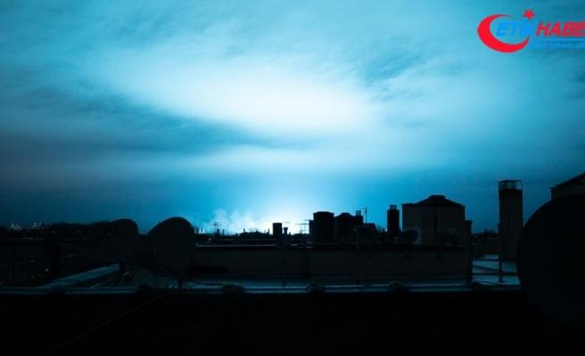 New Yorkluları korkutan mavi ışık trafo patlaması çıktı