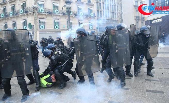 Paris'te 'sarı yeleklilere' polis müdahalesi