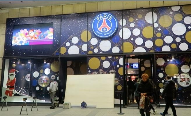 Paris'in ünlü mağazaları protestolara hazırlanıyor
