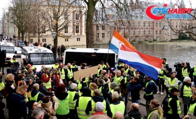 'Sarı yelekliler'in protestosu Hollanda'ya sıçradı