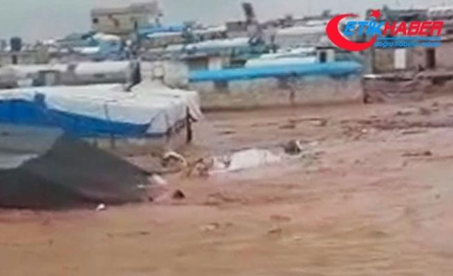 Suriye'de sel, 70 bin kişinin yaşadığı çadır kentleri vurdu