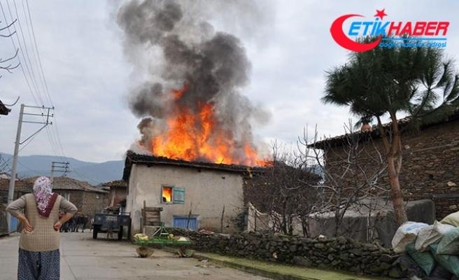 Yangından kaçarken kabloya takılarak düşen yaşlı kadın öldü