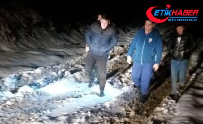Yaylada araçları kara saplanan 3 genç kurtarıldı