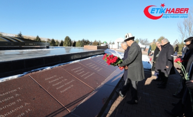 Yıldırım'dan Cengiz Aytmayov'un kabrine ziyaret