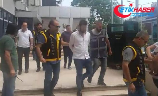 Adliyedeki kavgayı polis, biber gazı sıkarak ayırabildi