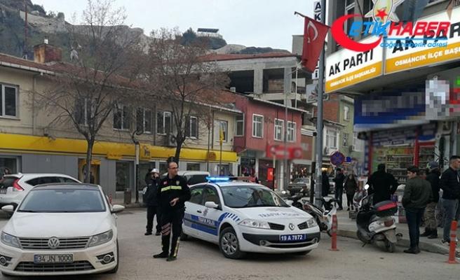 AK Parti ve MHP ilçe başkanlığı binası önünde şüpheli otomobil alarmı