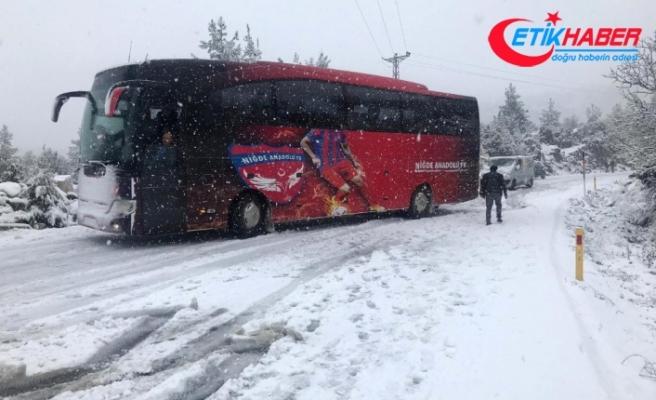 Antalya-Konya karayolu kar nedeniyle trafiğe kapatıldı