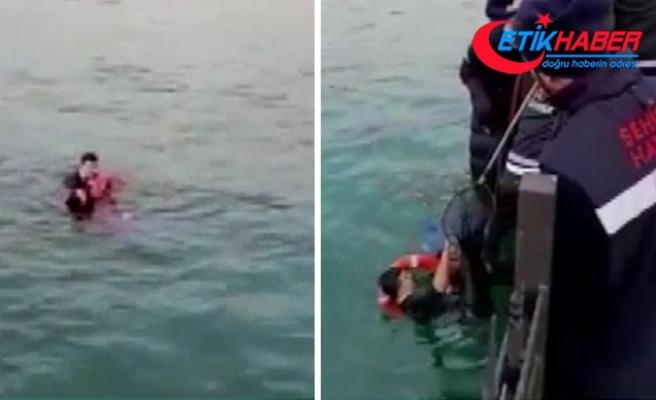 Çevik Kuvvet polisi, denize düşen genç kızı böyle kurtardı