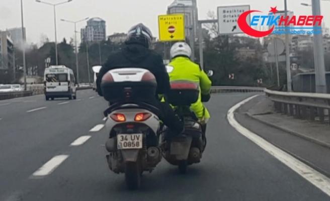 D-100'de tehlikeli yolculuk... Bozulan motosiklete ''bacak desteği''