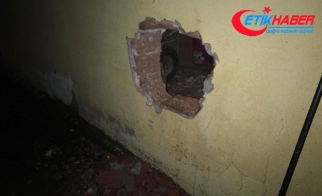 Duvarı delerek eve giren 7 hırsızlık şüphelisine suçüstü