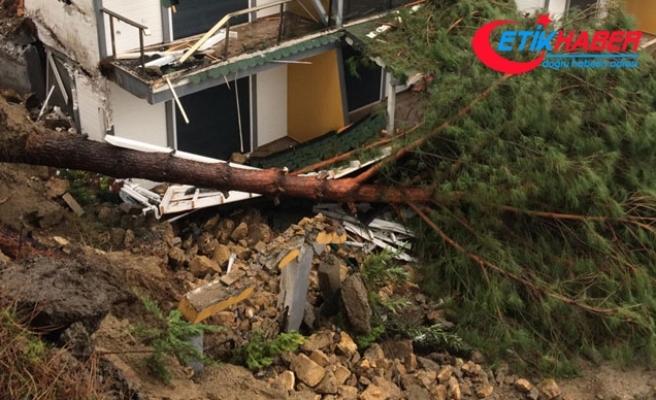 Edremit'te toprak kayması; bir ev kullanılamaz hale geldi