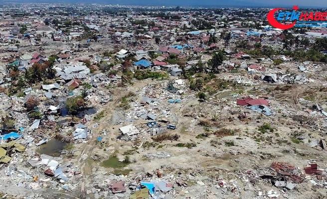Endonezya'nın Sulawesi Adası'ndaki depremde 4 bin 340 kişi hayatını kaybetti