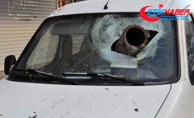 Fırtınanın uçurduğu baca parçası, aracın ön camına saplandı