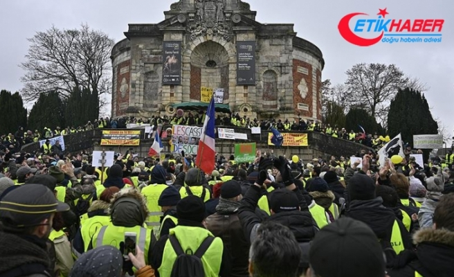 Fransa'da sarı yeleklilerin gösterileri 9'uncu haftasında devam ediyor