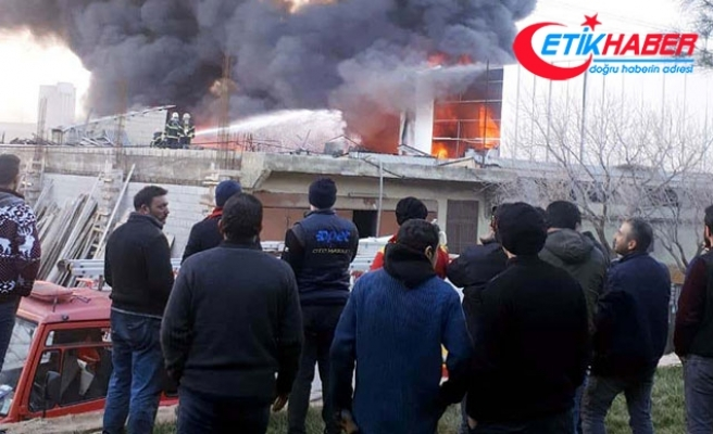 Gaziantep'te boya fabrikasında yangın