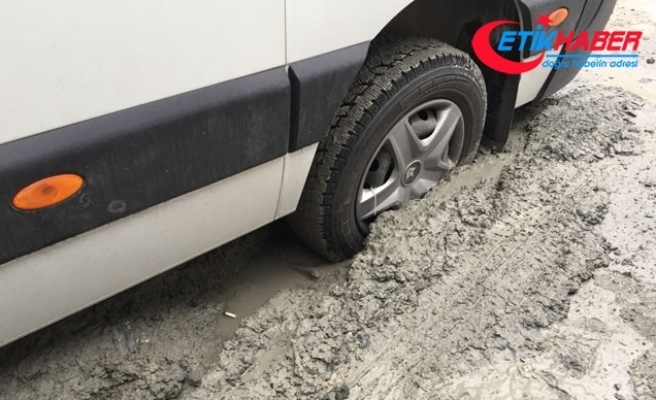 Halkalı'da öğrenci servisi yoldaki ıslak betona battı