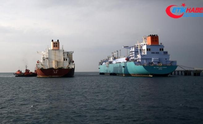 'İki dev gemi' arasındaki LNG transferi tamamlandı