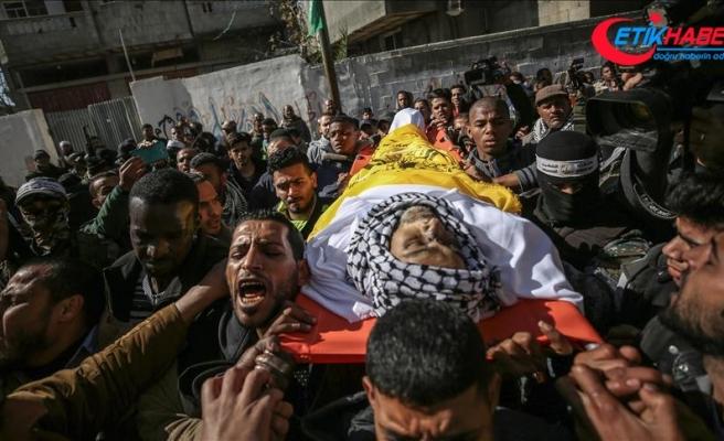 İsrail'in şehit ettiği Gazzeli toprağa verildi