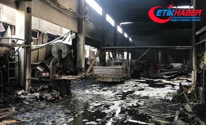 İzmir'de, sanayi bölgesindeki yangında 6 işletme zarar gördü