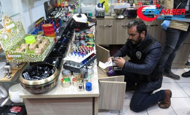Kadıköy'de hediyelik eşya dükkanlarına uyuşturucu operasyonu