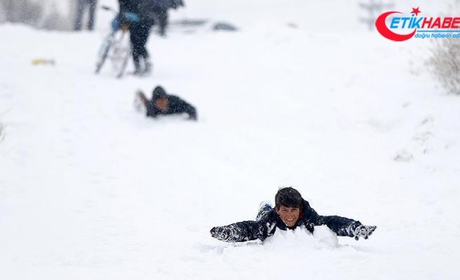 Kahramanmaraş ve Bingöl'de eğitime kar engeli