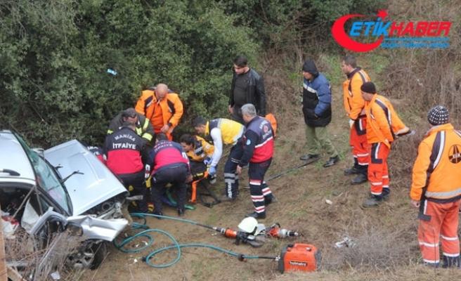 Kamyonet şarampole uçtu: 4 yaralı