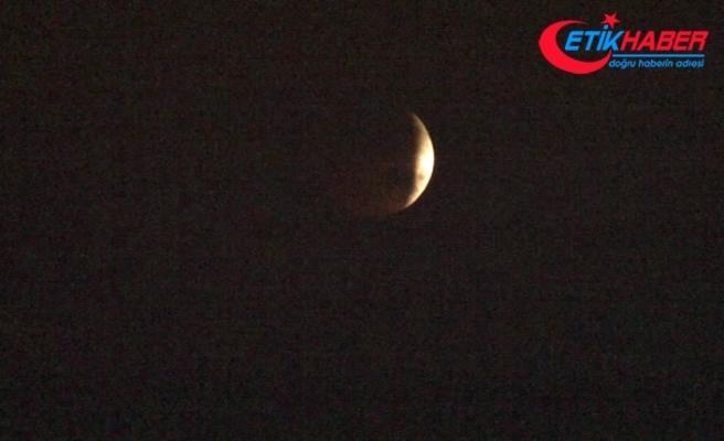 Kanlı Ay tutulması İstanbul'da kısmen görüldü