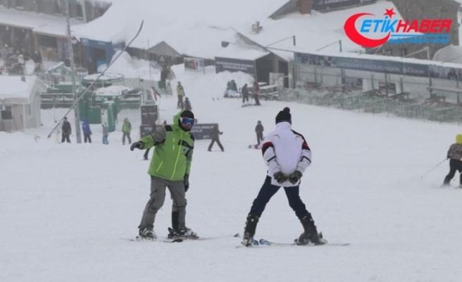 Kartalkaya'da kar kalınlığı 2 metreye ulaştı