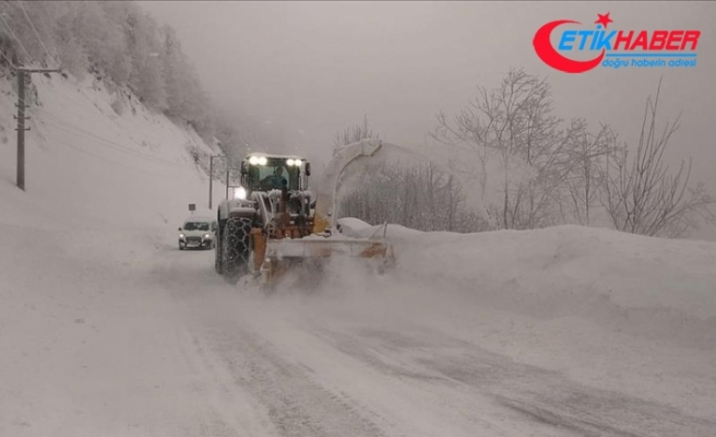 Kartepe'de kar kalınlığı 2 metreye ulaştı