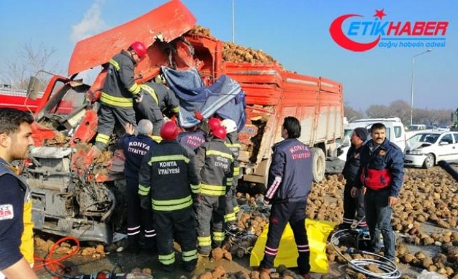 Konya'da sisli yolda 10 araç birbirine girdi: 1 ölü