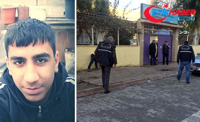 Liseli Azad, bıçaklı kavgada öldü