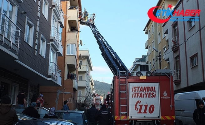 Maltepe'de yangında mahsur kalan 4'ü çocuk 5 kişiyi itfaiye kurtardı