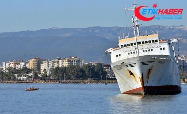 Mersin'de karaya oturan gemide sızıntı incelemesi