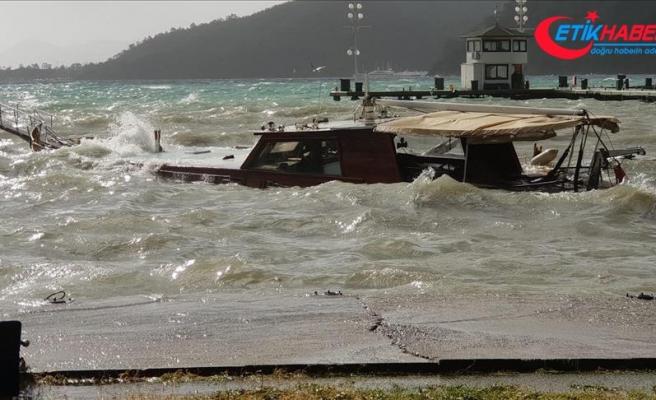 Muğla'da sağanak ve fırtına etkili oluyor
