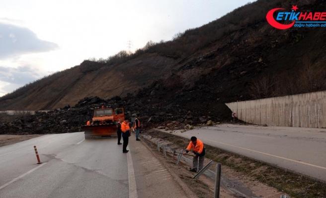 Niksar-Reşadiye kara yolu heyelan nedeniyle ulaşıma kapandı