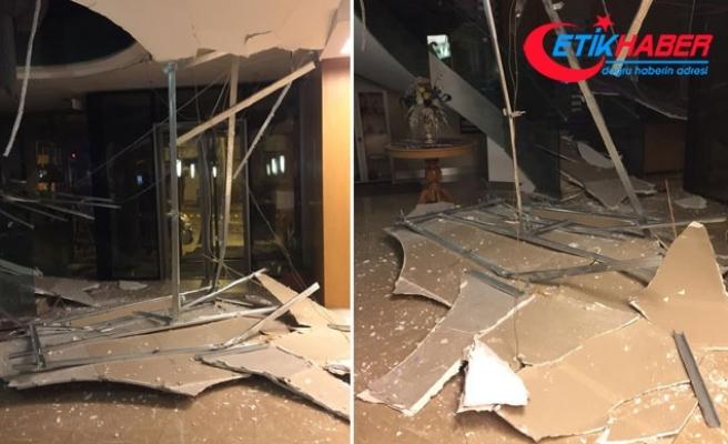Otelin resepsiyonundaki asma tavan çöktü