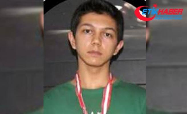 Otomobil TIR'a çarptı: Berkay öldü, annesi, babası ve ağabeyi yaralı