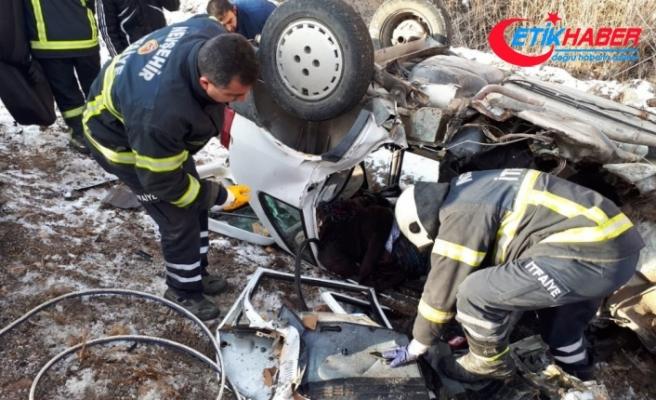 Otomobiller kafa kafaya çarpıştı: 2 ölü, 2 yaralı